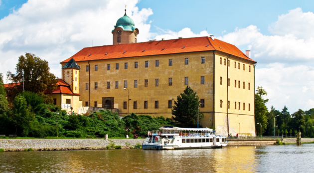 Relaxačné centrum IRIS v Poděbradoch - skvelý oddych s raňajkami alebo polpenziou pre 2 osoby plný wellness procedúr už od 99€. Doprajte si zaslúžený reset!